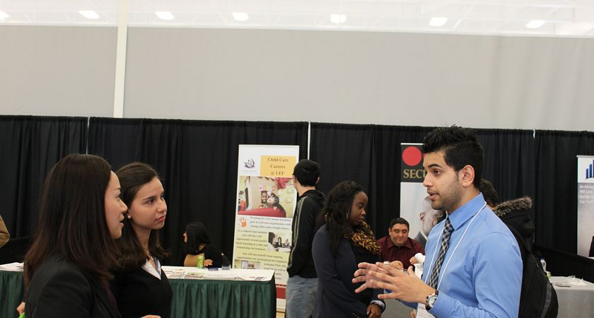 career-services-career-week-january-2015-students-talking-to-vendor