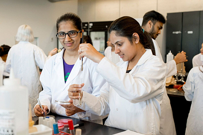 Picture of Centennial College Students in the laboratory