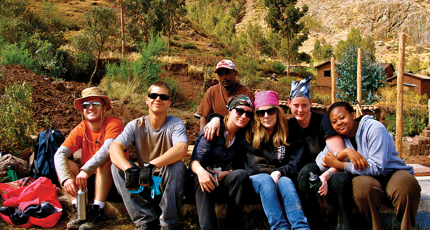 A team of students posing for a photo while on a GCELE trip to the Dominican Republic